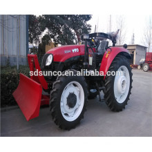Traktor mit Planierraupe