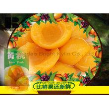 La saveur de fruits à la pêche jaune en conserve est du colorant dans le bois