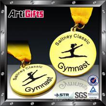 Vente chaude logo personnalisé coupe trophée métal insigne pour souvenir
