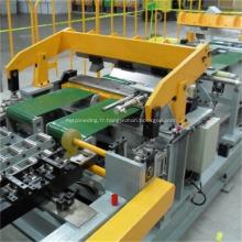 Panneau latéral de réfrigérateur roulant et formant la chaîne de production