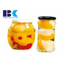 Стеклянные бутылки из ассорти консервированного желтого персика