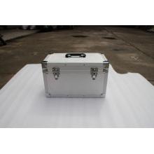 Классический чемодан с черным салоном с пеной нижней крышки