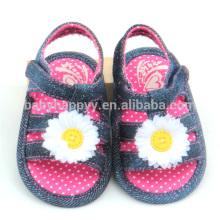 Zapatos infantiles planos nuevos de la muchacha de los zapatos de bebé del paño