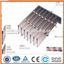 Hochwertiger Stahl mit niedrigem Kohlenstoffstahl-Hochleistungsstahlbodenrost / galvanisierter Stahlgitterweg