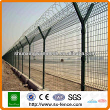 Airport barbed wire mesh fence with free sample (factory ISO9001)