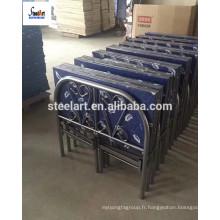 Cadre de lit en métal pliant de couleur bleue avec matelas