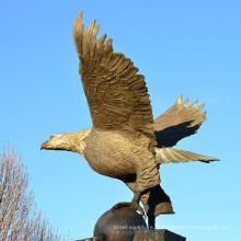 fonderie de bronze décoration extérieure métal artisanat grande statue d'aigle en laiton