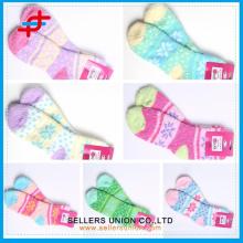 Neue Ankunfts-kundenspezifisches Firmenzeichen mehrfarbige Art und Weisemädchen terry Socken / China-Lieferanten der Frottee-Säuglings-Socken