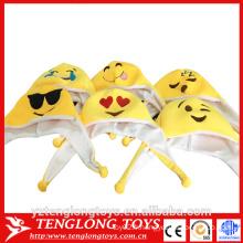 Usine de yangzhou chapeau en peluche bon marché, chapeau emoji en peluche
