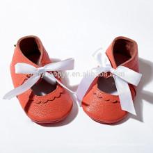 Mais recentes sapatos de bebê de verão, moccs de menina, mocassins de couro de couro real, deslizam no bebê