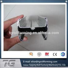 Geschweißte Maschendrahtzaun mit Pfirsich-Säulenformmaschine in China hergestellt