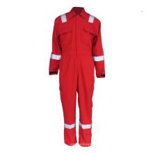 Feuerwehrmannuniform mit reflektierendem Klebeband