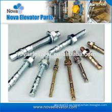 Pernos de fijación de elevador para componentes de eje