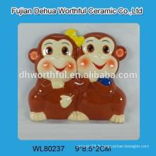 Magnétique de souvenir en céramique avec figurine de singe