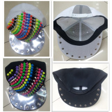 Mode von Kunststoff und Metall Nieten Mischung Pfennigabsatz Snapback Cap Hut