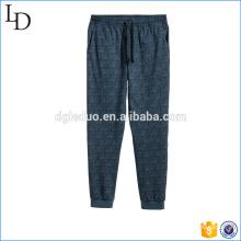Les garçons de la Chine tricotent des pantalons de pantalons de pyjamas