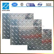 Precio de metal de la placa de rodadura de aluminio estampado por tonelada