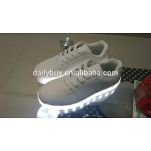 Femmes unisexe homme USB charge de lumière clignotant chaussures de sport à LED