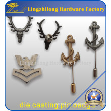 Insigne militaire en métal frappé par coutume avec le long bâton