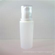 tubo de limpeza de rosto branco com bomba