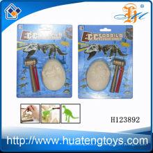 Los juguetes pre-escolares calientes de la venta juegan los juguetes fósiles del dinosaurio para los cabritos H123892