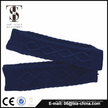 Patrón largo del pun ¢ o de las mujeres del invierno que hace punto guantes