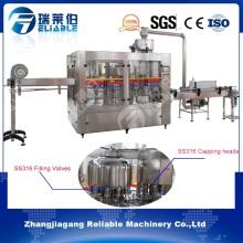 Bouteille en plastique automatique complète Bouteille d'eau / Machine de remplissage Prix