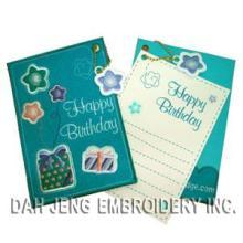 Cartão bordado cumprimento do aniversário