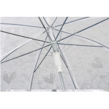 El paraguas transparente de mango largo imita el paraguas de amor de encaje