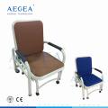 Equipado con seis ruedas silenciosas, el hospital utilizó sillas plegables de metal