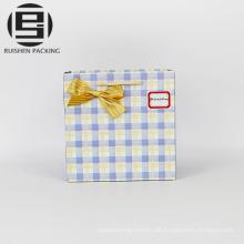 Individuell gestaltete Logoprint-Geschenkbox aus Papier mit Henkel