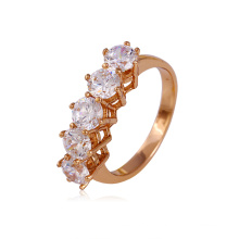 Elegante anel de cobre banhado a ouro rosa com CZ sintética