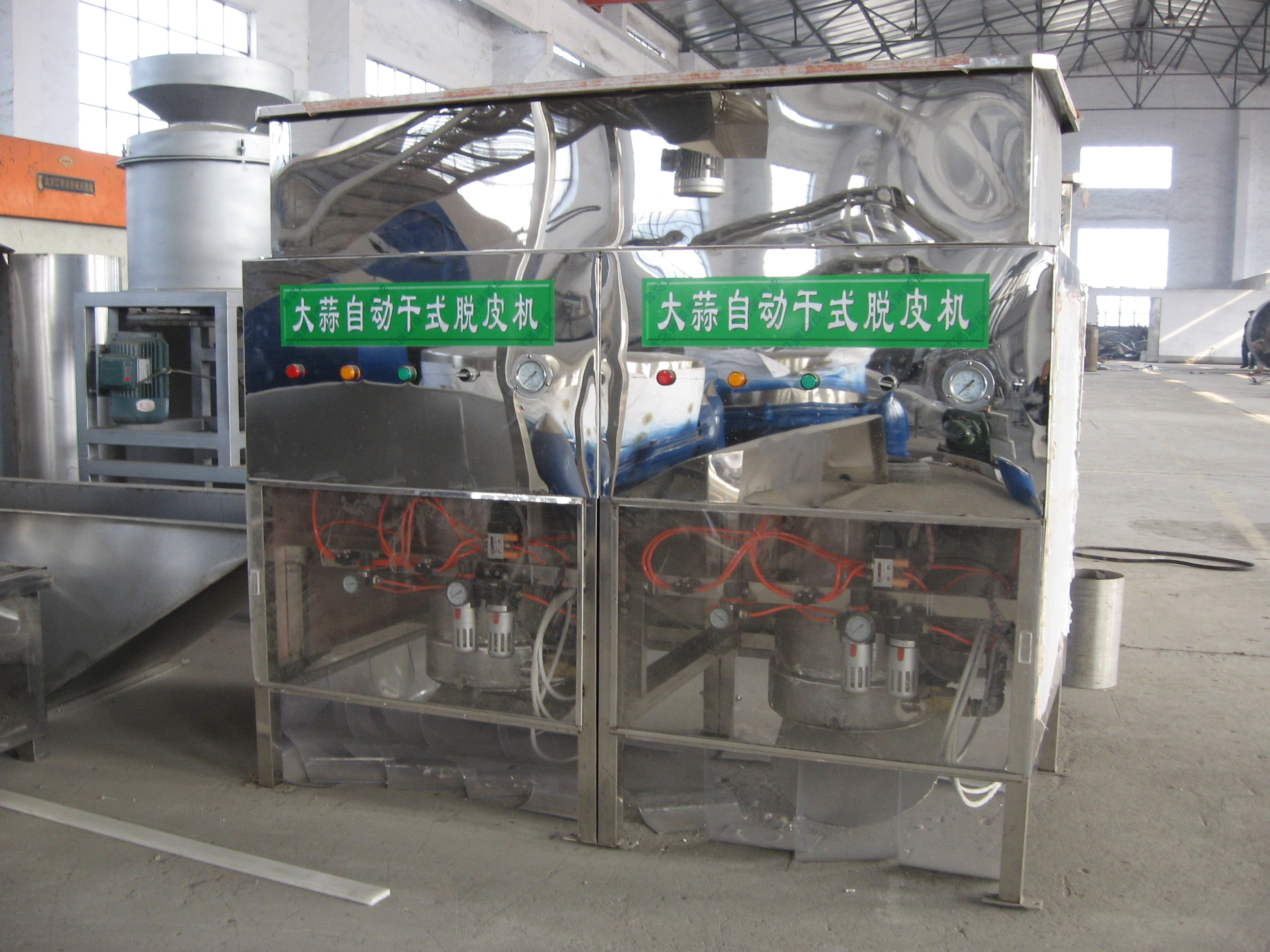 Dry peeling machine for garlic