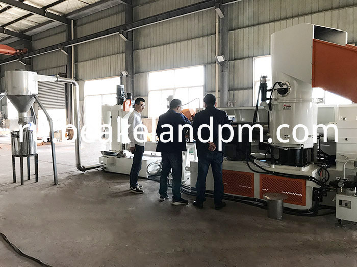 Compactor single stage extruder granulating line
