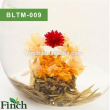 Boule de thé fleurie aromatisée aux fleurs naturelles à la main