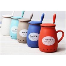 Taza de cerámica creativa promocional con tapa de silicona. Desayuno Taza de café