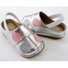 Sliver Baby Girl Sandals com Pink Big Polka Dots