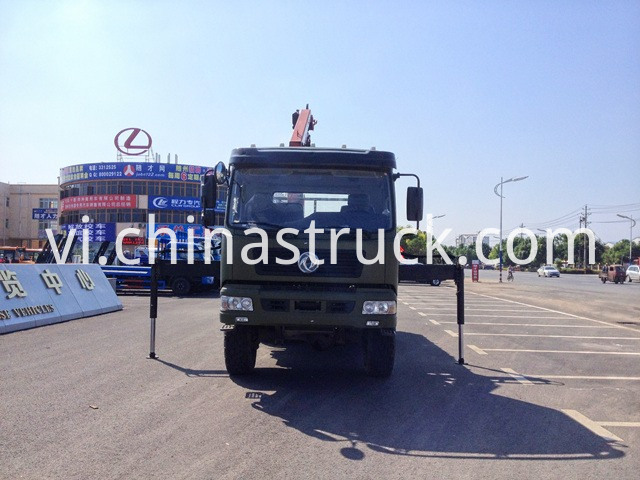 Off Road Dongfeng Truck Mounted with Crane
