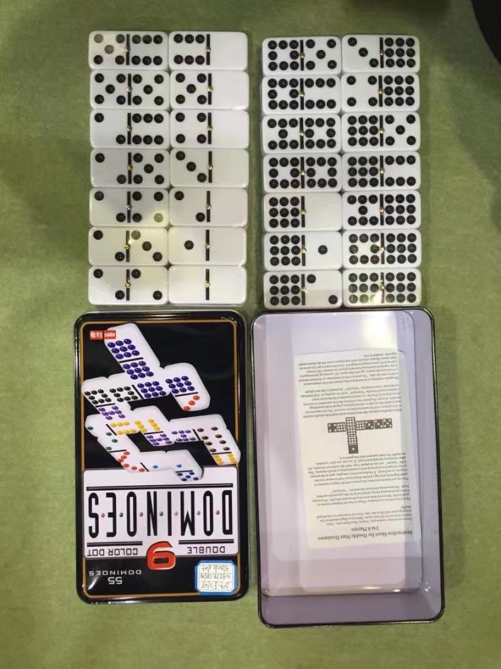 Doble Nine Dominoes en caja de lata