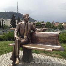 Outdoor-Dekoration Garten Bronze Mann Skulptur auf der Bank sitzen