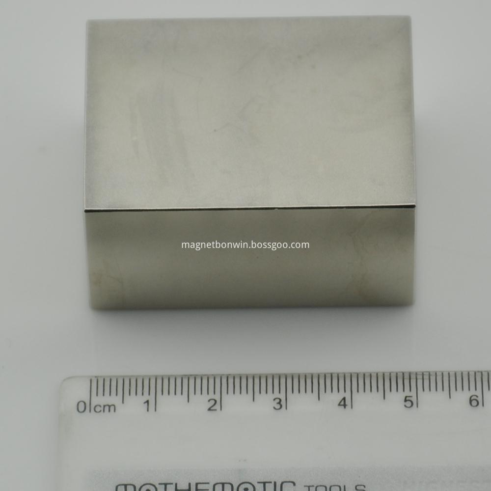 Sintered block magnet