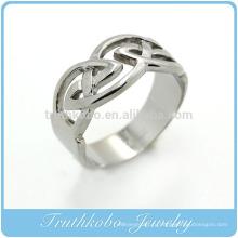 ТКБ-R0027 кельтский обручальное кольцо с окруженцами Knotwork, заключенная в дизайне рельсы из нержавеющей стали