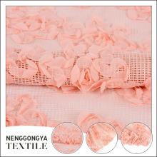 Tissus floraux brodés en mousseline de soie rose faits sur commande pour des robes