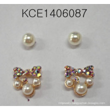 Lovely Set Pearls Earring with Metal