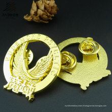 Produits chauds Alliage de moulage plaqué or personnalisé aigle revers épinglette dans les métiers d'art en métal