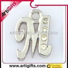 металлическая подвеска буква м