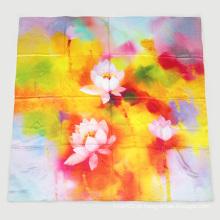 Lenço quadrado de seda com impressão digital Lotus