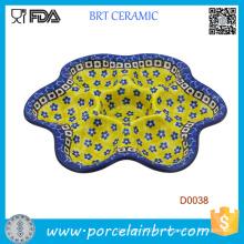 Assiette d'oeuf diadème coloré décorée avec petite plaque d'oeuf diabolique pétale