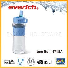 Reutilizando garrafas de plástico vazias para venda com luva de silicone