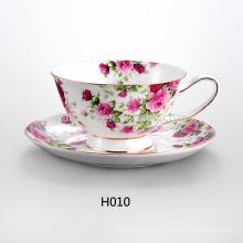 Copos e pires feitos sob encomenda do chá da porcelana do projeto da flor
